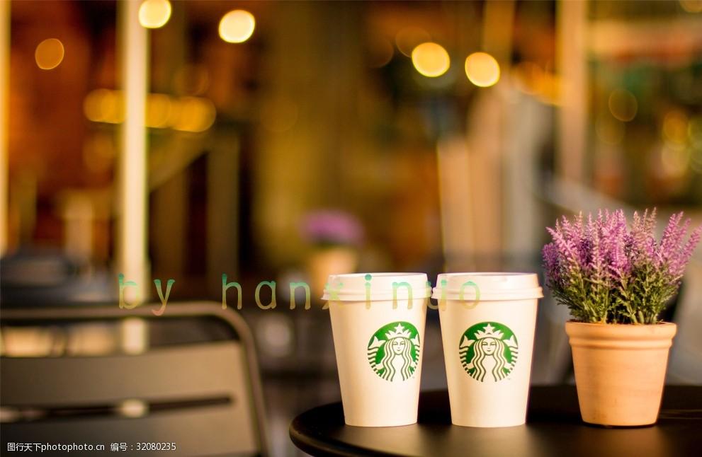 兩個星巴克咖啡杯